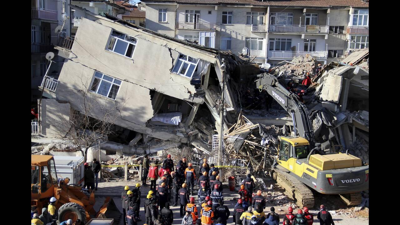 Κι άλλος ισχυρός σειμός στην Τουρκία – Οχτώ νεκροί