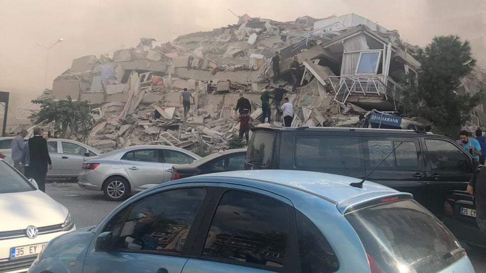 ΣΕΙΣΜΟΣ ΣΕ ΣΜΥΡΝΗ ΚΑΙ ΣΑΜΟ: Έπεσαν κτίρια στην Σμύρνη – Μίνι Τσουνάμι