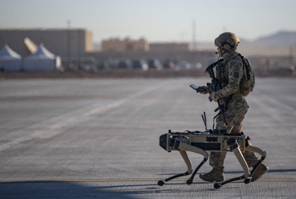 ΣΚΥΛΟΙ – ΡΟΜΠΟΤ στην υπηρεσία του Αμερικανικού Στρατού – ΗΠΑ