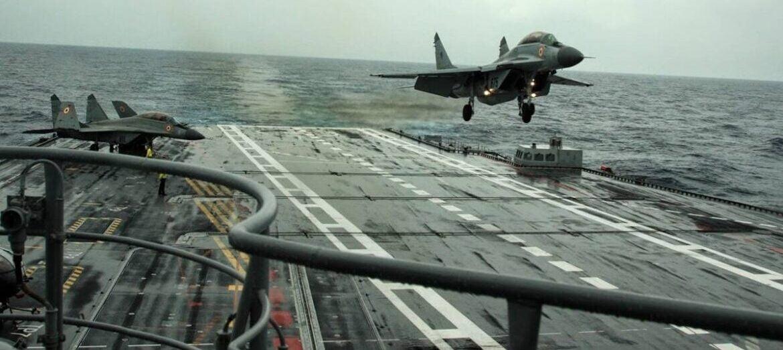 Αγνοούμενος πιλότος MIG29K της Ινδίας που είχε συντριβεί βρέθηκε 70 μέτρα κάτω από το νερό