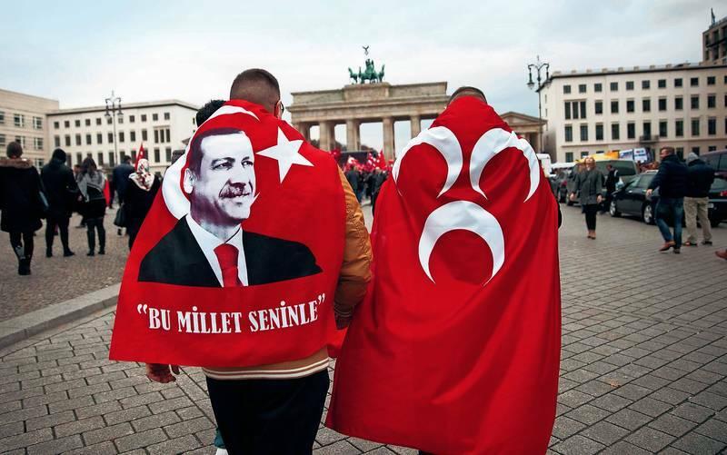 ΟΙ ΓΚΡΙΖΟΙ ΛΥΚΟΙ ΘΕΛΟΥΝ ΕΞΟΥΣΙΑ: Προσπαθούν να μπουν σε Γερμανικά Κόμματα