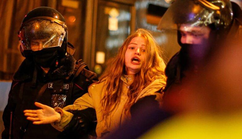 Διαδηλώτρια στην Ρωσία