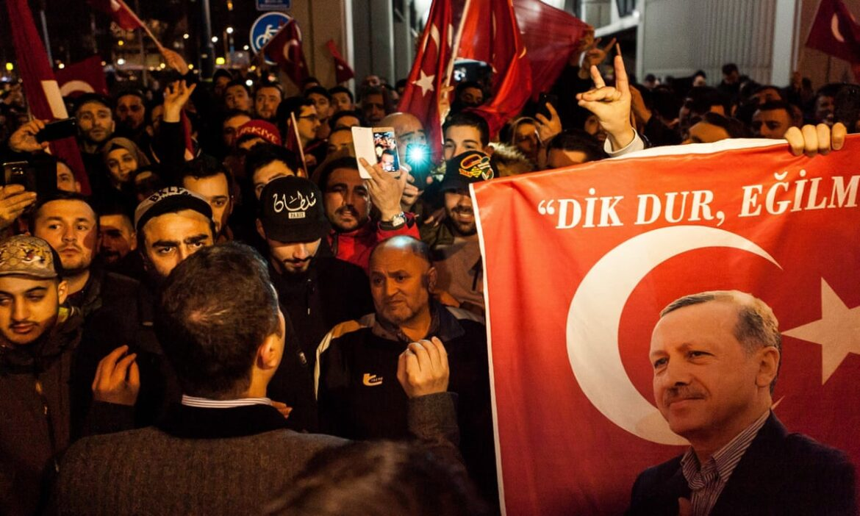 """ΟΙ ΟΛΛΑΝΔΟΙ ΞΥΠΝΟΥΝ: """"Ο Ερντογάν πίσω από τις επιθέσεις στην Ευρώπη"""""""