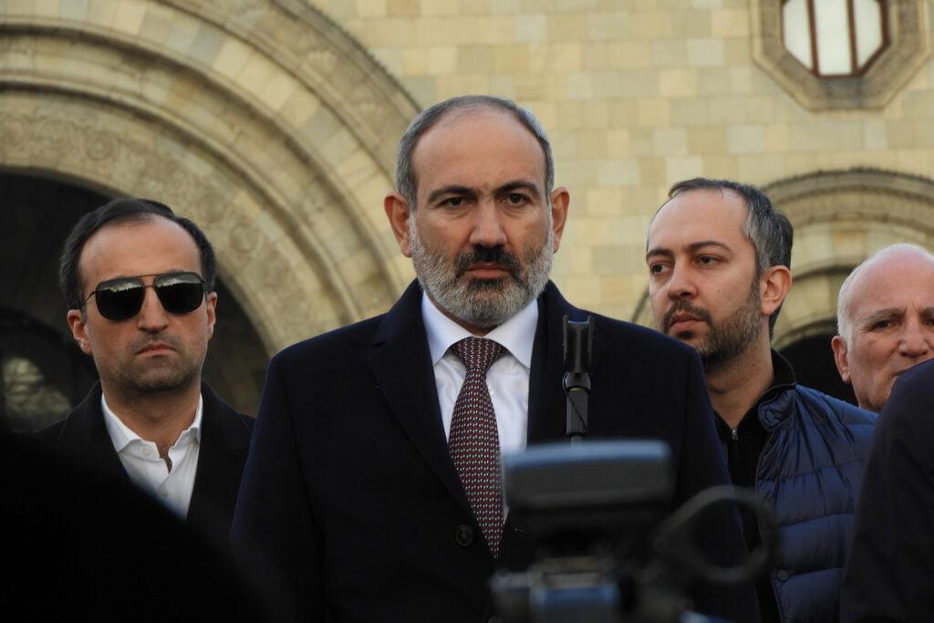 """ΠΑΡΑΜΕΝΕΙ Ο """"ΠΡΑΞΙΚΟΠΗΜΑΤΙΑΣ"""" – ΑΠΟΓΟΗΤΕΥΣΗ ΠΑΣΙΝΙΑΝ: Ο Αρμένιος Πρόεδρος απέρριψε το αίτημα καθαίρεσης"""