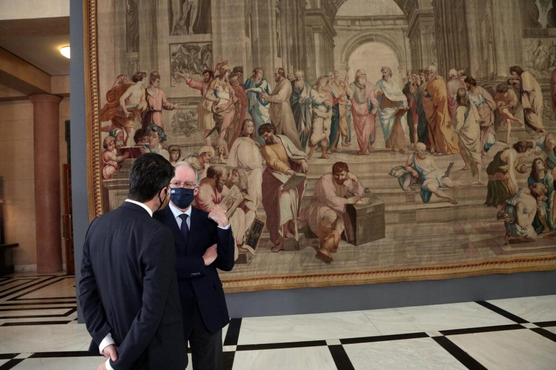 «Η Σχολή των Αθηνών» προσφορά του Προέδρου της Γαλλικής Εθνοσυνέλευσης για τα 200 χρόνια από την Ελληνική Επανάσταση