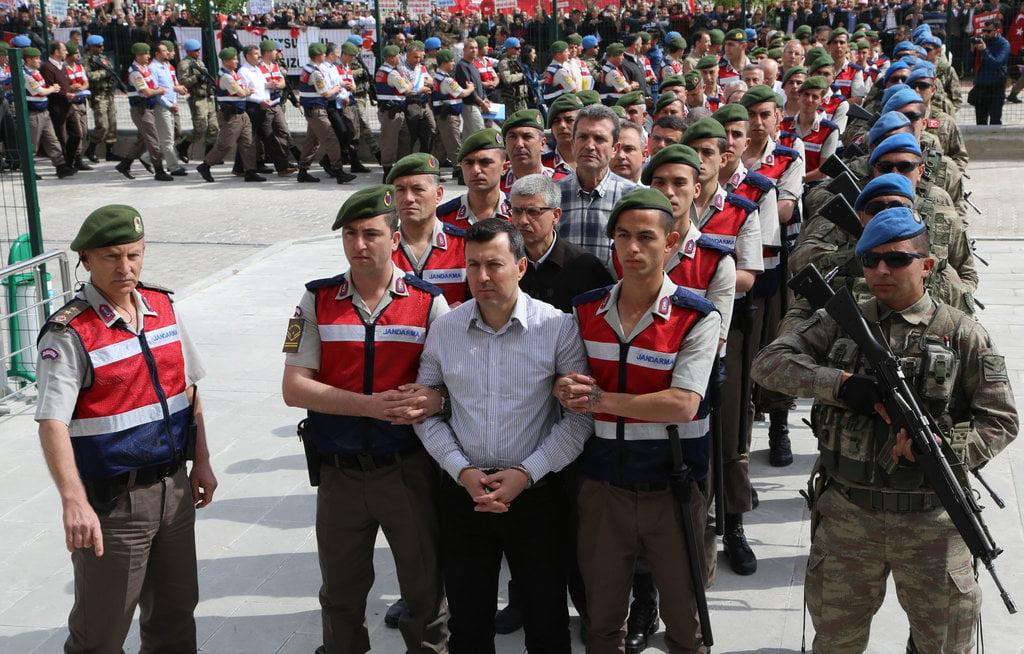 ΔΕΝ ΘΑ ΜΕΙΝΕΙ ΟΥΤΕ ΦΑΝΤΑΡΟΣ: Νέες συλλήψεις Ερντογάν | ΤΟΥΡΚΙΑ