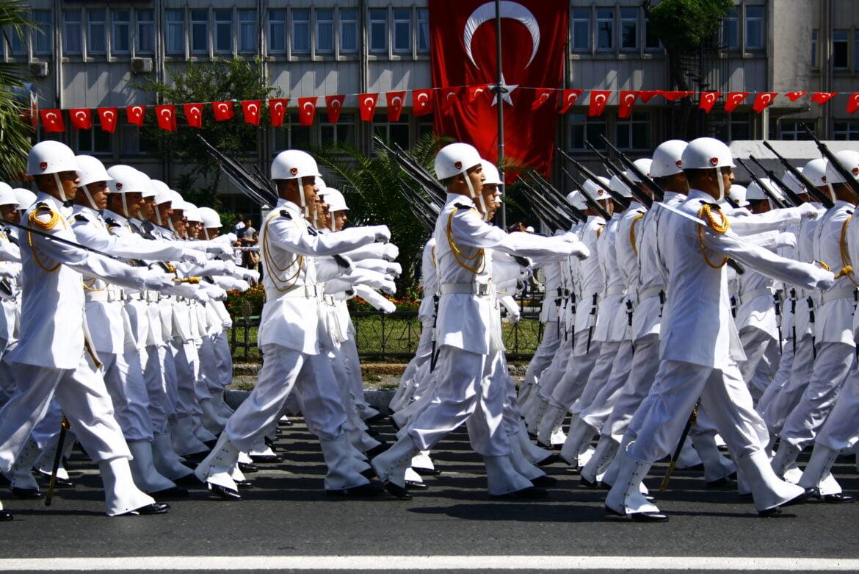 Χαμός στην Τουρκία: Σχεδόν όλοι οι απόστρατοι ναύαρχοι κατηγορούν τον Ερντογάν