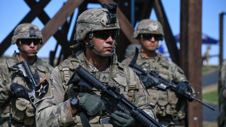 """Βρετανικός στρατός & ΗΠΑ σε ετοιμότητα """"μάχης"""" λόγω της κρίσης στην Ουκρανία"""