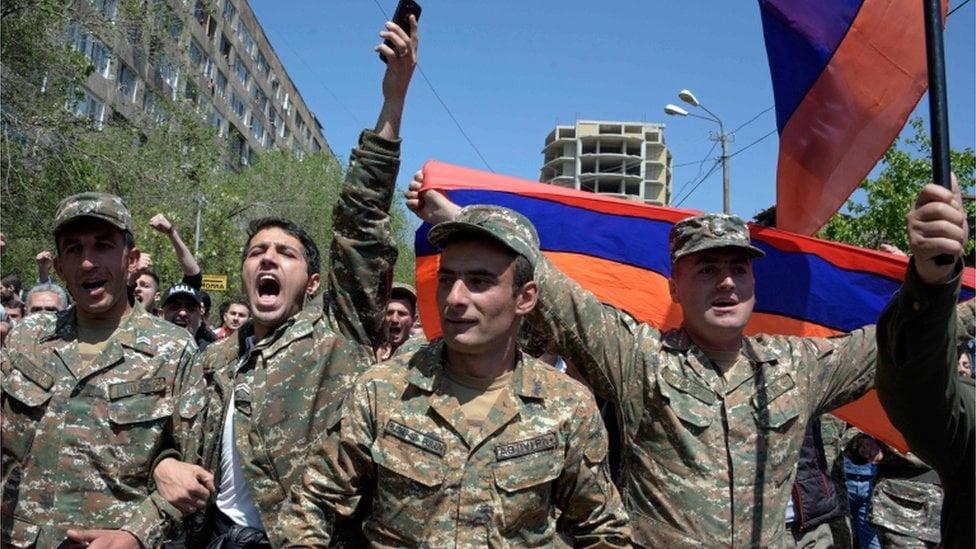 ΣΥΝΑΓΕΡΜΟΣ ΣΤΗΝ ΑΡΜΕΝΙΑ: Στο παρά ένα ολική σύγκρουση με τους Αζέρους