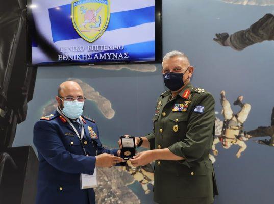 ΑΡΙΣΤΗ ΣΧΕΣΗ ΜΕ ΗΑΕ: Συνάντηση με τον Στρατηγό Φλώρο