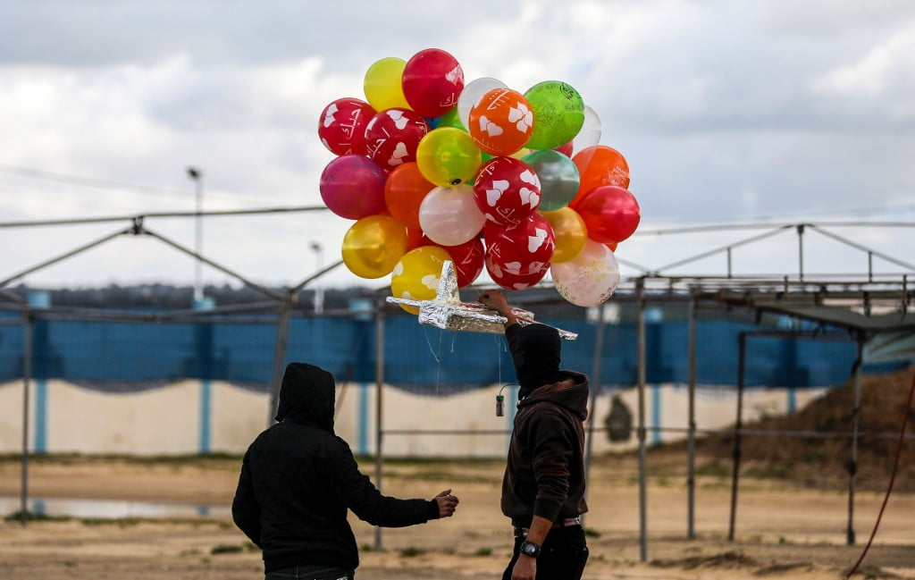 ΧΤΥΠΗΜΑ ΙΣΡΑΗΛ ΣΤΗ ΓΑΖΑ: Εμπρηστικά μπαλόνια εναντίον του Ισραήλ