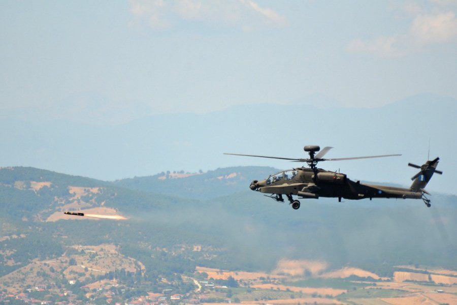 """Αναβάλλεται, """"λόγω κωλύματος"""" η λύση για F-16, Apache, υποστήριξη T-6A"""