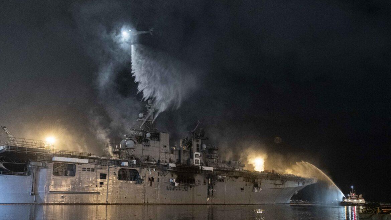 """USS Bonhomme Richard: """"Δεν ήξεραν πως να σβήσουν την φωτιά"""""""